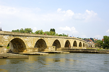 Stone Bridge (Steinerne Brucke), Regensburg, UNESCO World Heritage Site, Bavaria, Germany, Europe