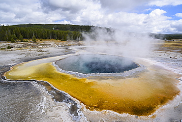 Crested Pool, Upper Geyser Basin, Yellowstone National Park, UNESCO World Heritage Site, Wyoming, United States of America, North America