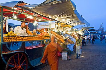 Orange juice seller, Place Jemaa El Fna (Djemaa El Fna), Marrakesh (Marrakech), Morocco, North Africa, Africa