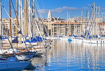 View across the Vieux Port, Marseille, Bouches-du-Rhone, Provence-Alpes-Cote-d'Azur, France, Mediterranean, Europe