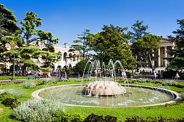 Public garden, Piazza Bra, Verona, UNESCO World Heritage Site, Veneto, Italy, Europe