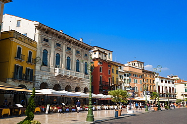 Piazza Bra, Verona, UNESCO World Heritage Site, Veneto, Italy, Europe