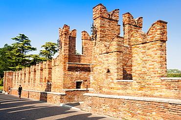 Ponte Scaligero bridge outside Castelvecchio fortress, Verona, UNESCO World Heritage Site, Veneto, Italy, Europe