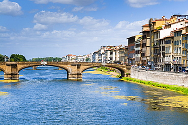 Ponte Santa Trinita dating from the 16th century and the Arno River, Florence (Firenze), UNESCO World Heritage Site, Tuscany, Italy, Europe