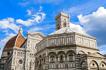 Exterior of the cathedral of Santa Maria del Fiore and  Baptistery, Piazza del Duomo, UNESCO, Firenze, Tuscany, Italy