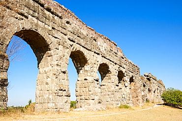 Parco degli Acquedotti, Appian Way Regional Park, Remains of Roman aqueduct Claudio (Aqua Claudia), Rome, Lazio, Italy, Europe