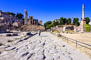 Roman road, Temple of Castor and Pollux, Palatine Hill behind, Roman Forum, UNESCO World Heritage Site, Rome, Lazio, Italy, Europe