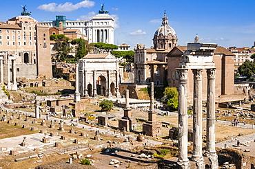 Temple of Castor and Pollux, Arch of Septimius Severus, Roman Forum, UNESCO World Heritage Site, Rome, Lazio, Italy, Europe
