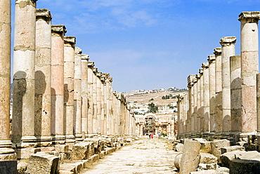 The Cardo, North Colonnaded Street, Jerash (Gerasa) a Roman Decapolis city, Jordan, Middle East