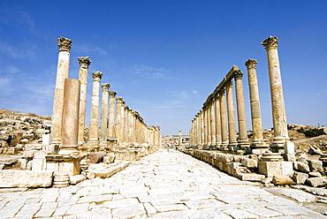 The Cardo, North Colonnaded Street, Jerash (Gerasa), a Roman Decapolis city, Jordan, Middle East