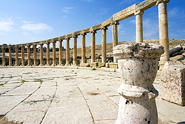 Oval Plaza, colonnade and Ionic columns, Jerash (Gerasa), a Roman Decapolis city, Jordan, Middle East