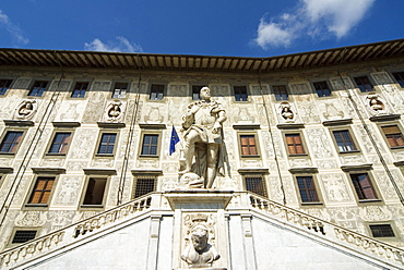 Piazza dei Cavalieri and Statue of Cosimo I, Scuola Normale University, Pisa, Tuscany, Italy, Europe