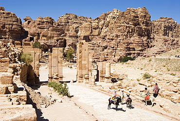 Colonnaded Street and Temenos Gateway, Petra, UNESCO World Heritage Site, Jordan, Middle East