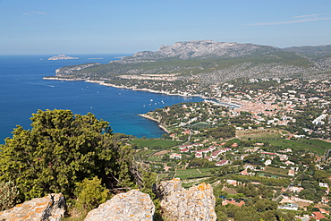 View of the coastline and the historic town of Cassis from a hilltop, Cassis, Cote d'Azur, Provence, France, Mediterranean, Europe