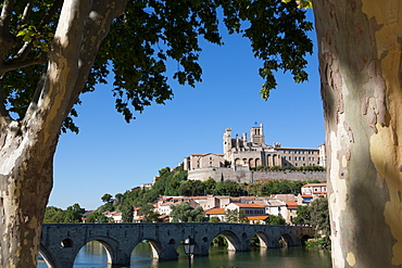 Pont Vieux over the River Orb with St. Nazaire Cathedral in Beziers, Languedoc-Roussillon, France, Europe