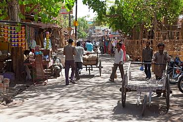 Busy street in Jodhpur, Rajasthan, India, Asia