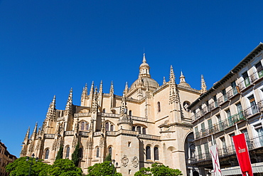 The imposing Gothic Cathedral of Segovia from Plaza Mayor, Segovia, Castilla y Leon, Spain, Europe