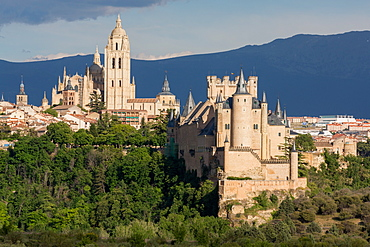 The imposing Gothic Cathedral and the Alcazar of Segovia, Castilla y Leon, Spain, Europe