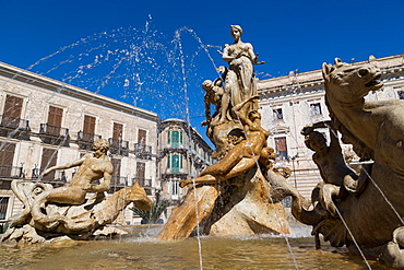 Fountain of Diana on the tiny island of Ortygia, UNESCO World Heritage Site, Syracuse, Sicily, Italy, Europe