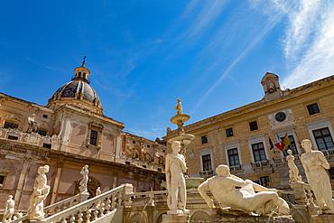 Fontana Pretoria in Piazza Pretoria, with the dome of Chiesa san Giuseppe ai Teatini in Palermo, Sicily, Italy, Europe