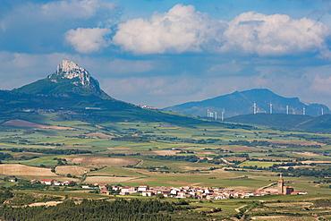 Small village in La Rioja with the Sierra de Cantabria mountains near Laguardia, La Rioja, Spain, Europe