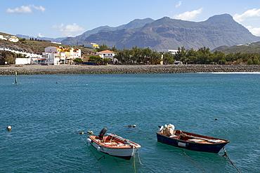 Boats in the harbour, Playa de la Aldea at Los Caserones on the wild west coast of Gran Canaria, Canary Islands, Spain, Atlantic, Europe