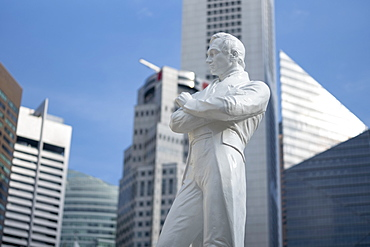 Statue of Sir Stamford Raffles at the Raffles Landing Site on the Singapore River, Singapore, Southeast Asia, Asia