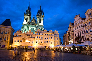 Old Town Square in the evening, with the Church of Our Lady before Tyn in the background, Old Town, Prague, Czech Republic, Europe