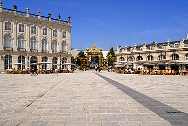 Gilded wrought iron gates by Jean Lamour, Place Stanislas, UNESCO World Heritage Site, Nancy, Lorraine, France, Europe