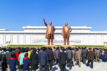 Mansudae Grand Monument, statues of former Presidents Kim Il Sung and Kim Jong Il, Mansudae Assembly Hall on Mansu Hill, Pyongyang, Democratic People's Republic of Korea (DPRK), North Korea, Asia