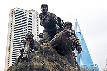 Statue illustrating the War for Independence, Monument to the Victorious Fatherland Liberation war, Pyongyang, Democratic People's Republic of Korea (DPRK), North Korea, Asia