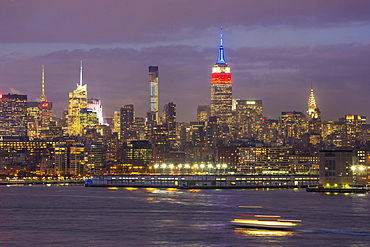 Manhattan, view of the Empire State Building and Midtown Manhattan across the Hudson River, New York, United States of America, North America