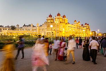 City Palace, people walking outside the Maharaja's Palace, Mysore, Karnataka, India, Asia