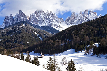 Winter landscape of S. Johann Church in Ranui in Villnoss, Le Odle Group  with Geisler Spitzen, 3060m, Val di Funes, Dolomites, Trentino-Alto Adige, South Tirol (Tyrol), Italy, Europe