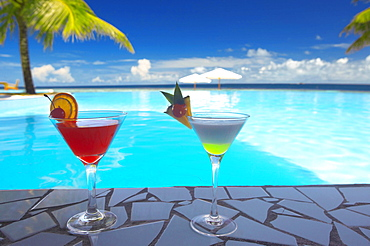 Cocktails by the pool, The Maldives, Indian Ocean, Asia - 795-649