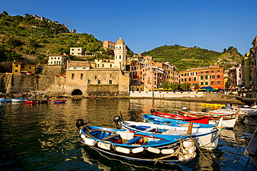 Santa Margheritte de Antiochia church and harbor, Vernazza, Cinque Terre, UNESCO World Heritage Site, Liguria, Italy, Europe