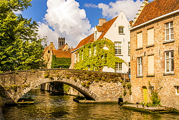Medieval stone bridge on canal, Bruges, UNESCO World Heritage Site, West Flanders, Belgium, Europe