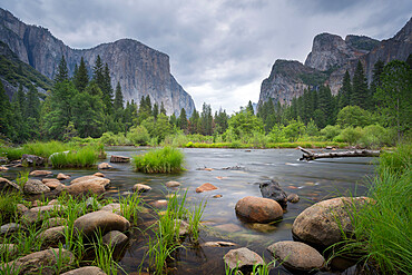 The Merced River at Valley View in spring, Yosemite National Park, UNESCO World Heritage Site, California, United States of America, North America