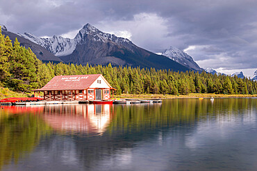 Maligne Lake boathouse in Jasper National Park, UNESCO World Heritage Site, Canadian Rockies, Alberta, Canada, North America