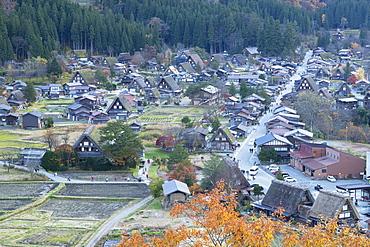 Elevated view of Ogimachi, UNESCO World Heritage Site, Shirakawa-go, Toyama Prefecture, Honshu, Japan, Asia