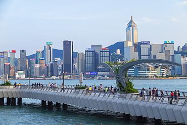 Tsim Sha Tsui promenade and Hong Kong Island skyline, Kowloon, Hong Kong, China, Asia