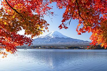 Mount Fuji, UNESCO World Heritage Site, and Lake Kawaguchi, Yamanashi Prefecture, Honshu, Japan, Asia