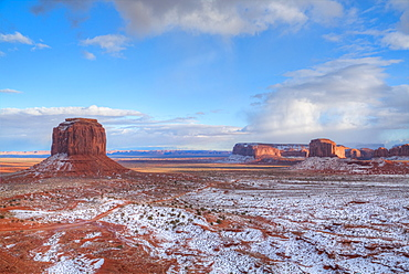 Sunrise, Merrick Butte on left, Spearhead Mesa on right, Monument Valley Navajo Tribal Park, Utah, United States of America, North America