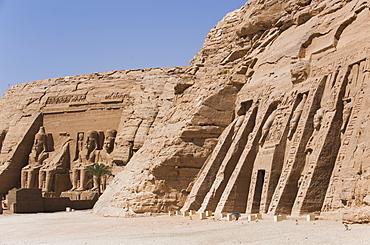 Temple of Hathor and Nefertari on right, Temple of Ramses II on the left, UNESCO World Heritage Site, Abu Simbel, Nubia, Egypt, North Africa, Africa