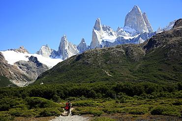 Trekking under Monte Fitz Roy, El Chalten, Argentine Patagonia, Argentina, South America