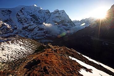 Mountain landscape at 5000 metres, high Khumbu, Himalayas, Nepal, Asia