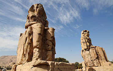 Colossi of Memnon, near Luxor, UNESCO World Heritage Site, Thebes, Egypt, North Africa, Africa
