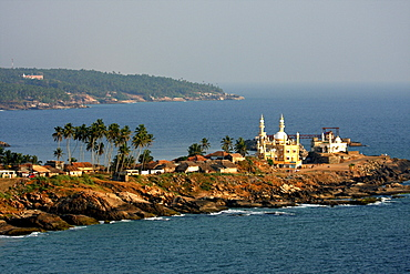 Mosque by the seashore, Kovalam, Trivandrum, Kerala, India, Asia