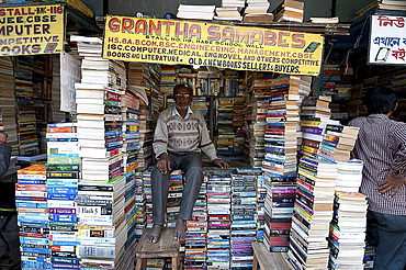 Bookstall holder in College Street, the world's largest second-hand book market for intellectuals, scholars and students, Kolkata (Calcutta), West Bengal, India, Asia