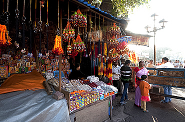 Stalls outside the Kali temple, selling Hindu threads, marriage bangles, images of gods and goddesses and souvenirs to visitors, Kolkata (Calcutta), West Bengal, India, Asia